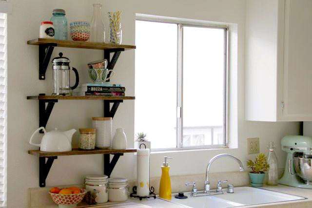 DIY-college-kitchen-shelves