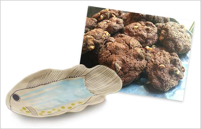 Serving platter and cookies