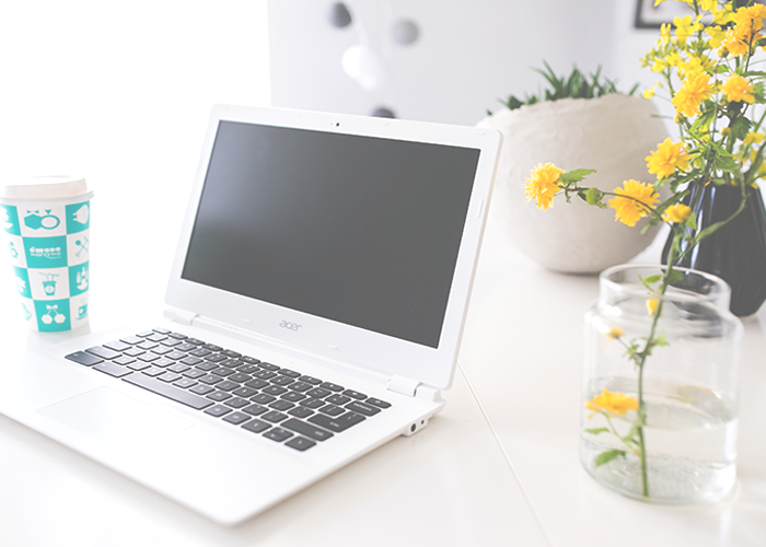computer-and-flowers