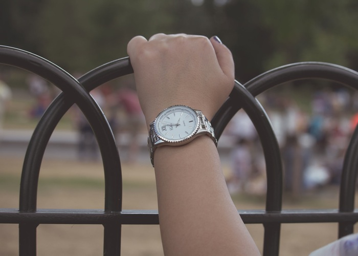 arm-woman-wristwatch-girl