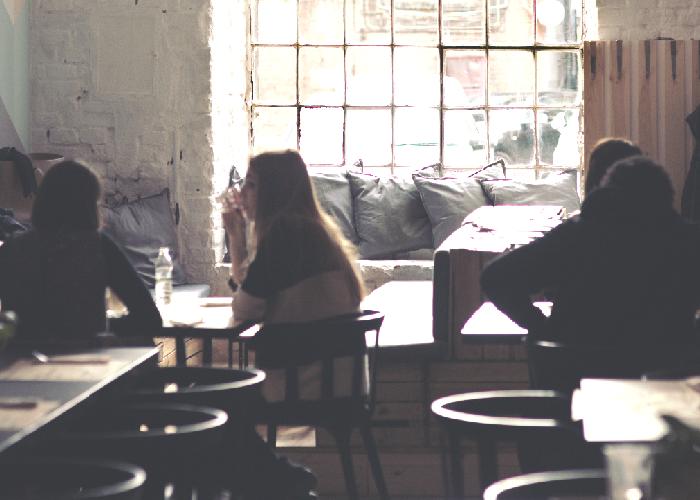 friends-in-coffeeshop