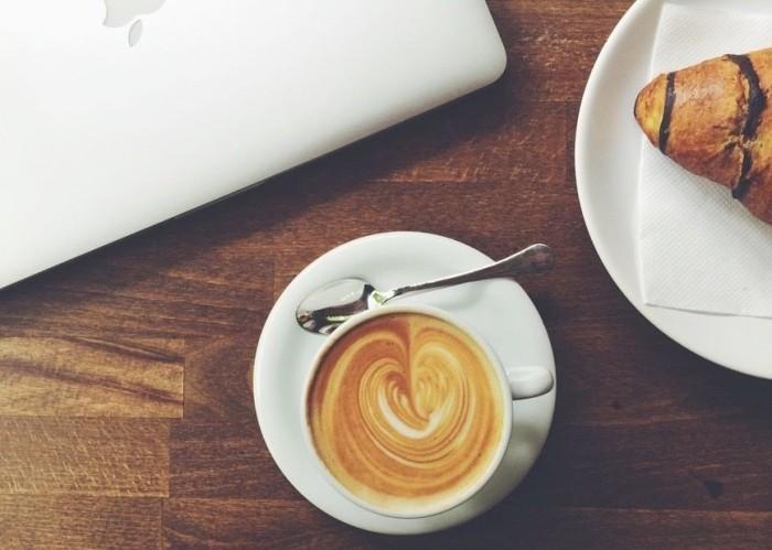 coffee-croissant-main