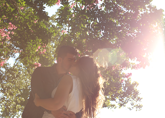 couple-kissing