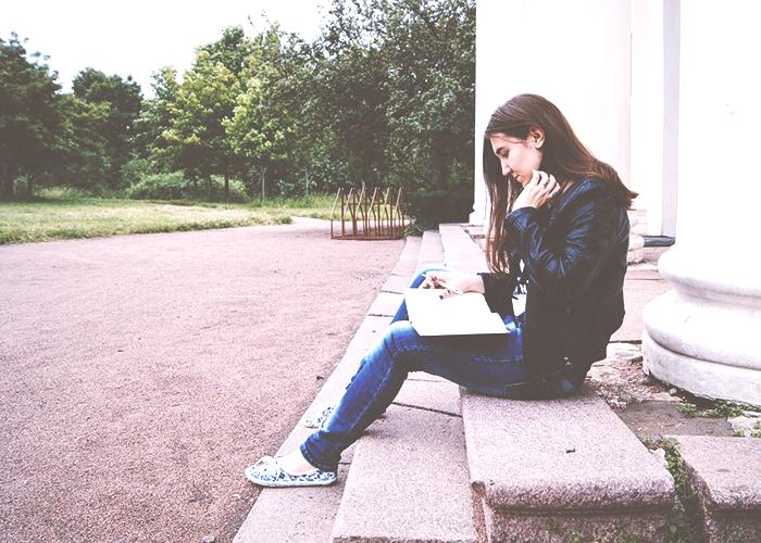 woman-reading-on-stoop