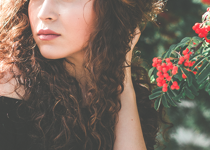 tfd_photo_woman-flowers-looking-to-side