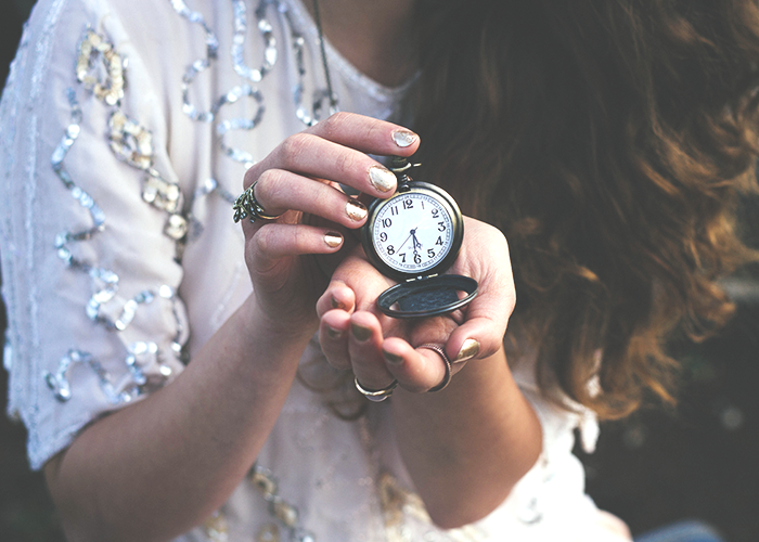 tfd_photo_woman-holding-pocketwatch