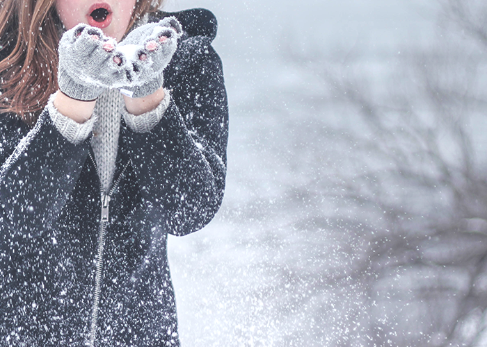 tfd_photo_woman-blowing-snowflakes