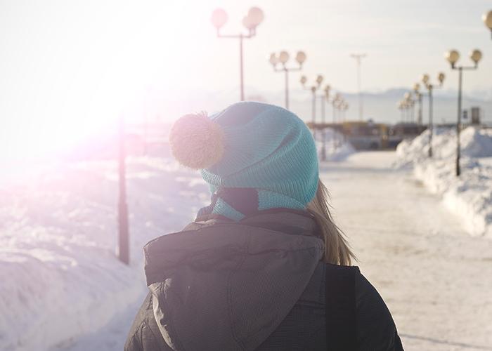 tfd_photo_woman-walking-in-snow-blue-hat