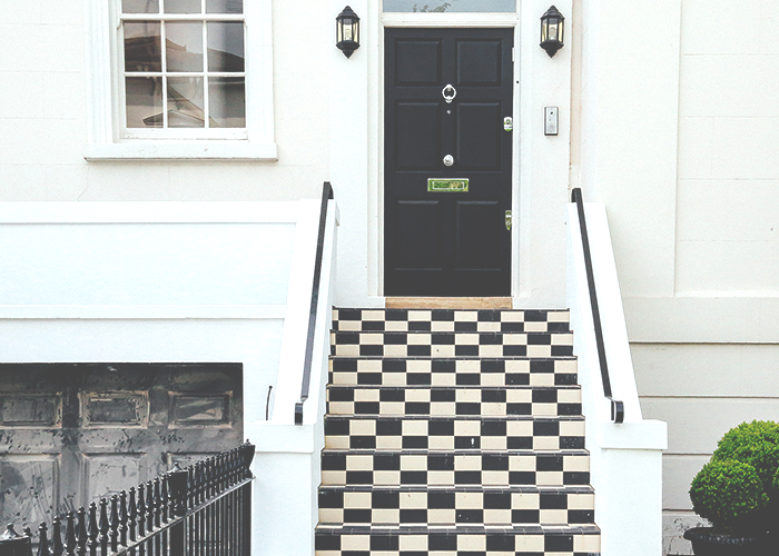 tfd_photo_beautiful-home-with-tile-steps