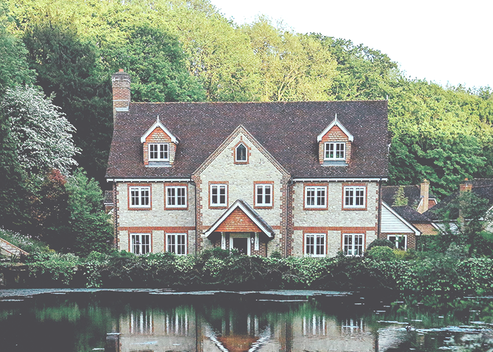 tfd_photo_old-house-big-house-by-lake