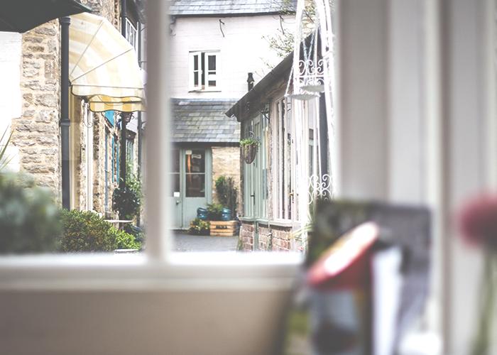 tfd_photo_window-into-alleyway