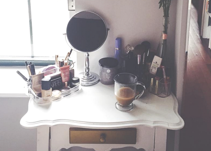 chelseas-makeup-table