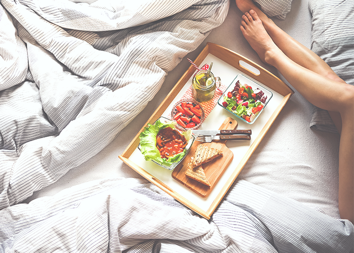 dinner-tray-in-bed