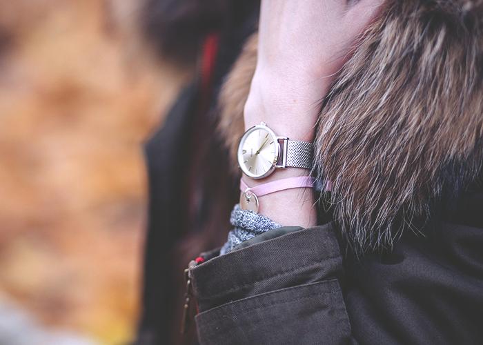 fashion-girl-watch-and-fur