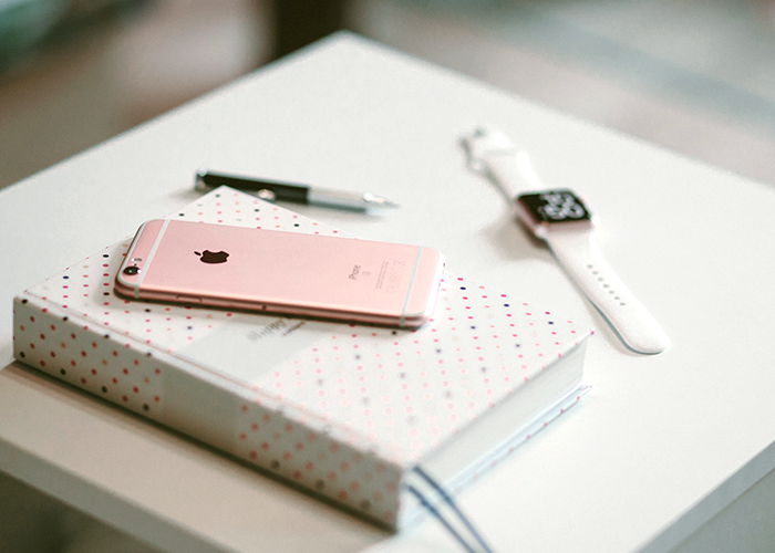 iphone-watch-book-on-desk