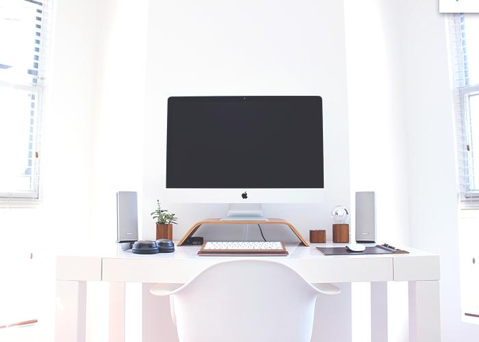 all-white-desk-computer