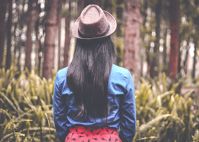 fashion-girl-standing-in-woods