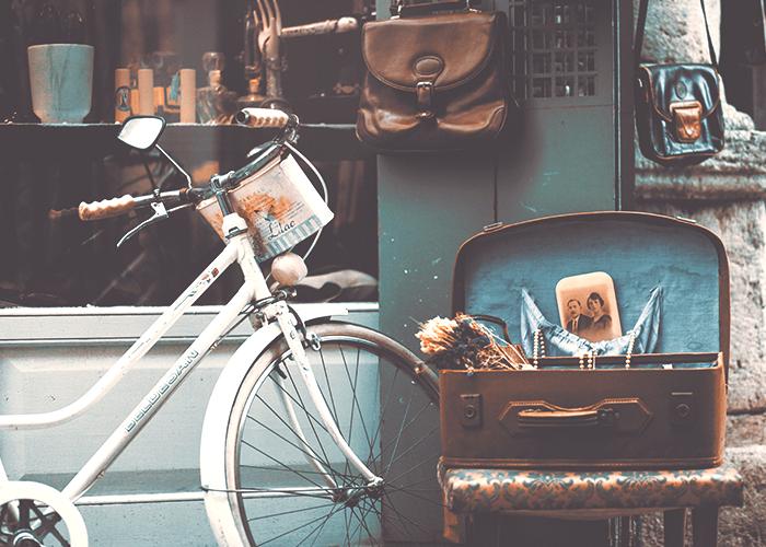 vintage-bike-and-suitcase