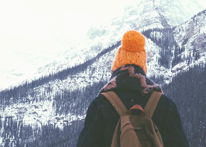woman-in-orange-hat-nar-mountain